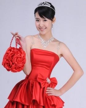 Glamorous Bridal Handbags Every Bride Should Carry On Weddings 2