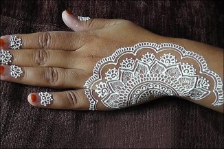 Fancy Mehndi Designs For Summer Season Weddings 11