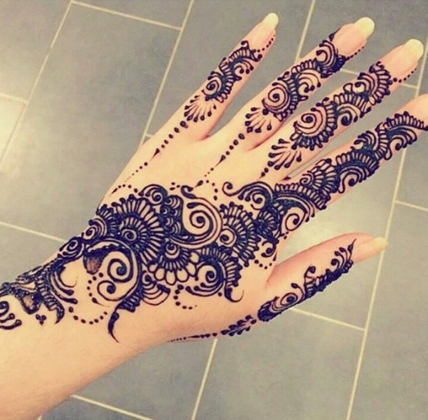 Fancy Mehndi Designs For Summer Season Weddings