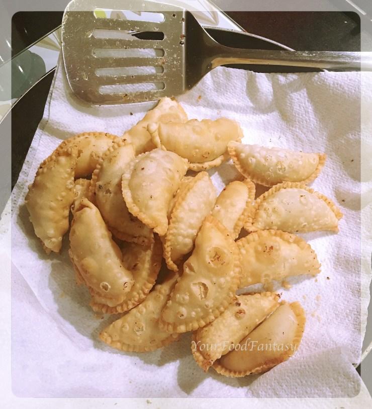 Fried Guijya | Gujiya recipe by meenu gupta.jpg