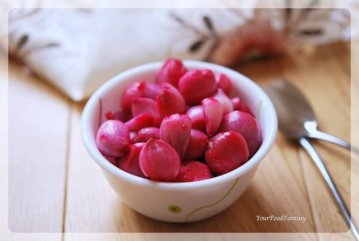Red Pickled Onion Recipe - Sirke Wali Pyaz Recipe