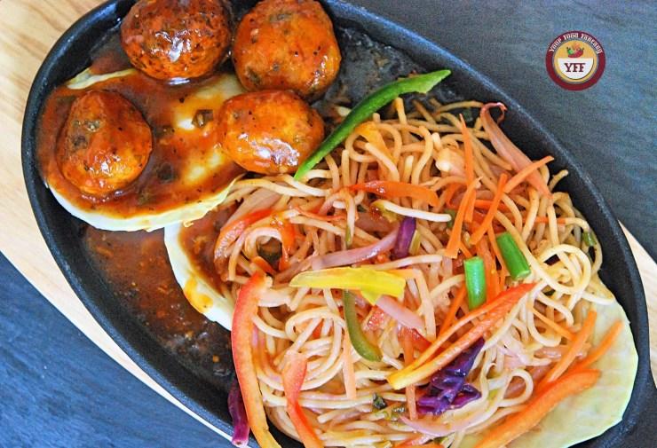 Hakka Noodles Manchurian Sizzler | YourFoodFantasy.com