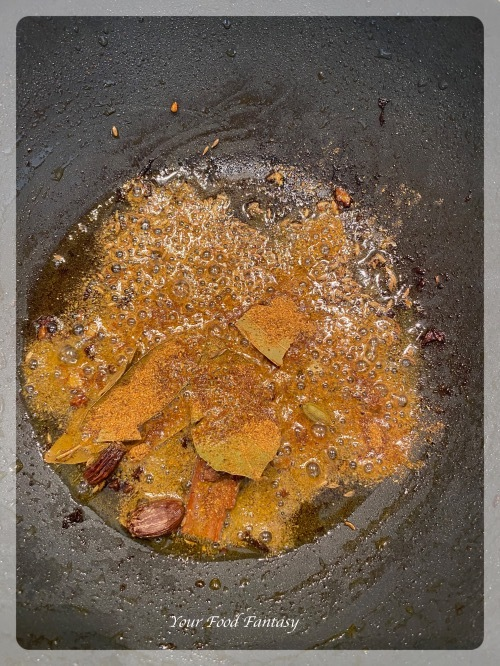 Adding cumin seeds and powder
