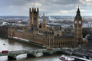 Canva Westminster Palace in London - invest with Abundance