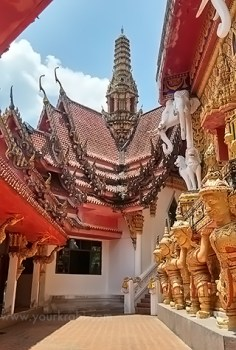 The courtyard at Wat Bang Riang