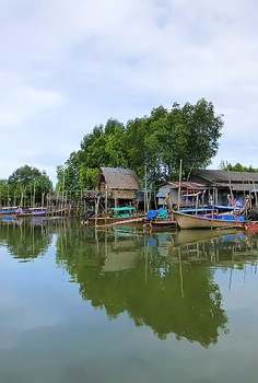Traditional houses on the Krabi River