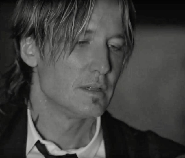 Keith Urban Releases 'Blue Ain't Your Colour' Video