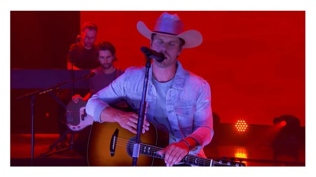 Dustin Lynch Releases Acoustic Performance Video For 'Momma's House'