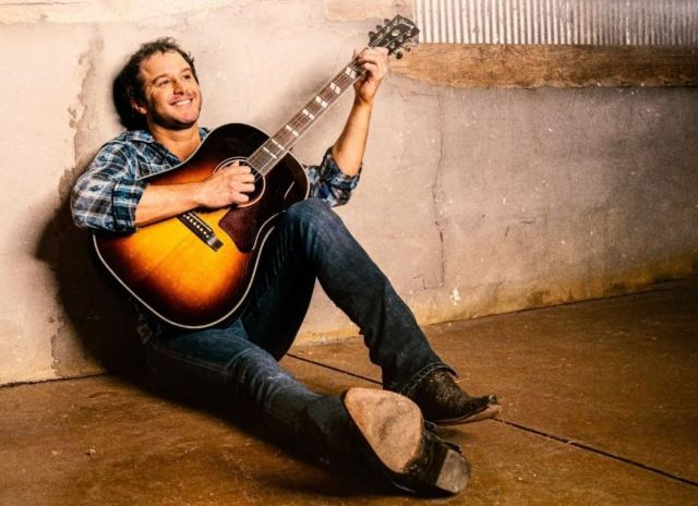 EP REVIEW: Easton Corbin – 'Didn't Miss A Beat'