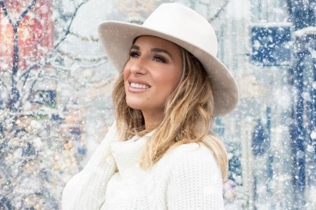 Jessie James Decker Shares 'Santa Claus Is Coming To Town'