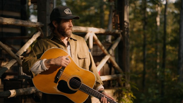 Canaan Smith Shares 'Cabin In The Woods' Video