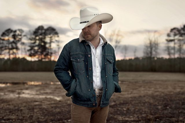 Justin Moore Announces 8-Track Collection, 'Straight Outta The Country'