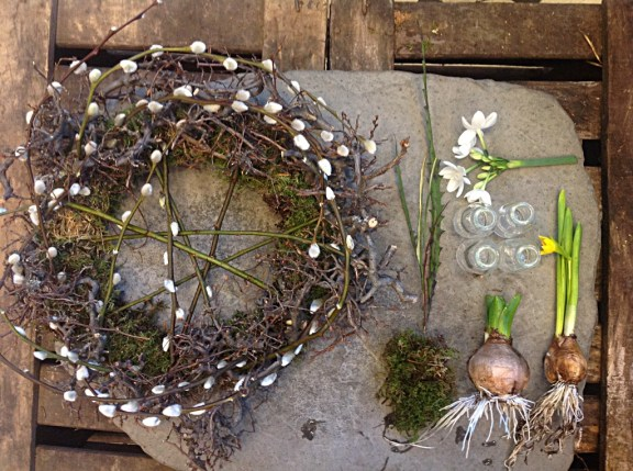 wreath table arrangement