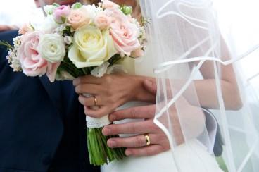 roses and ranunculus brides bouquet