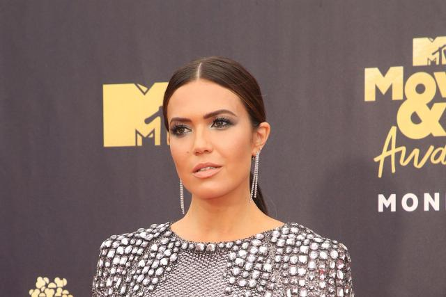 Mandy Moore used hypnosis to overcome performance nerves