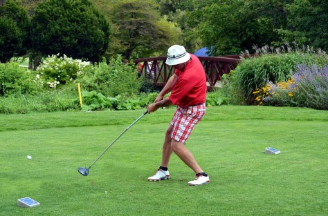 Are you left-handed and don't know how to play a golf course?