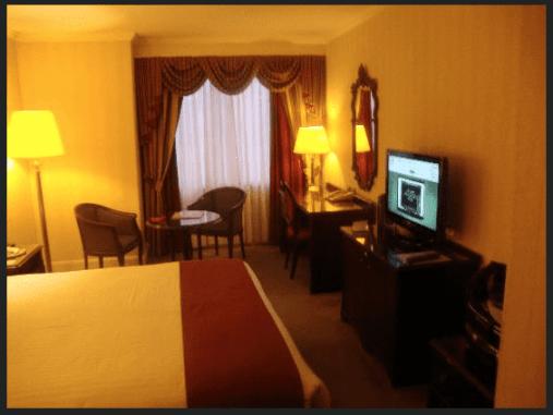 Holiday Inn London Mayfair Room
