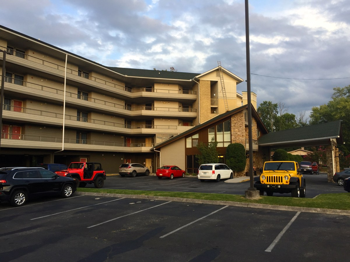 Hotel Review: Twin Mountain Inn, Pigeon Forge, Tennessee