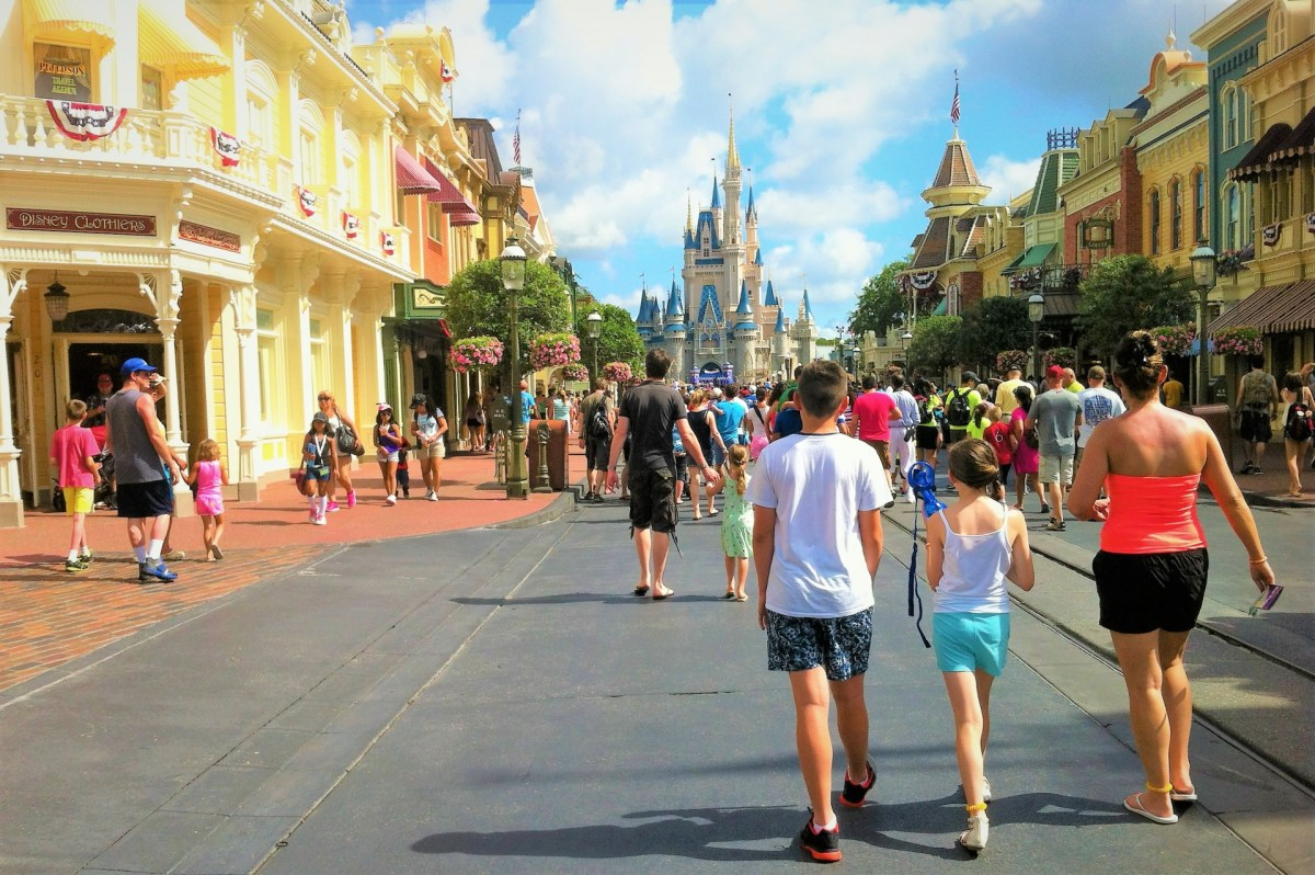 """""""Disney Snubs History & Art"""": When They Altered An Historic Magic Kingdom Icon"""