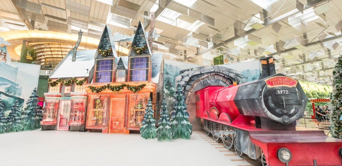 The Airport Where You Can Be Immersed In A Harry Potter Christmas