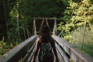 photo_girl_bridge_2