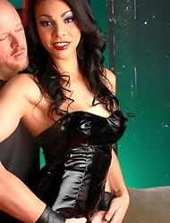 Filthy transsexual Teighjiana gets her ass fucked