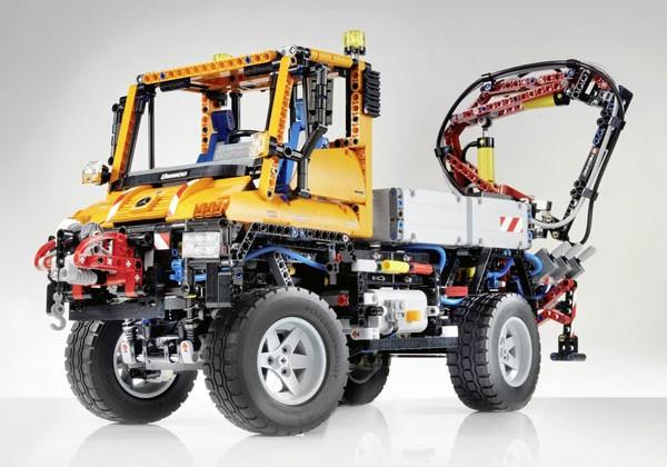 LEGO Has New Mercedes Benz Truck in the Sleeves