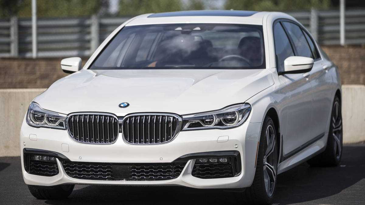 2016 BMW 7 Series – The New Gold Standard in Luxury Sedans Better than Mercedes S-Class