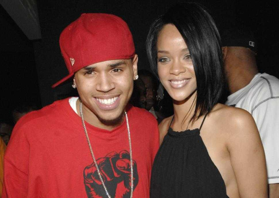 Rihanna and Chris Brown's Pals Are Rooting for the Pair to Get Together Again