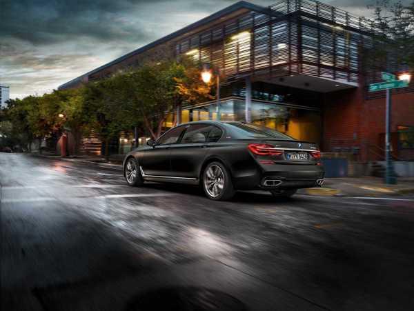 2017-BMW-M760Li-xDrive-V12-1