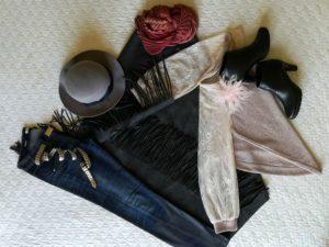 mantella e cappello grigio