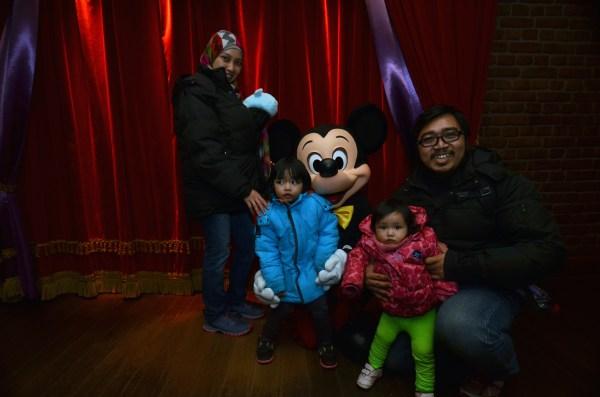 Mickey Mouse pertama Icha di Paris