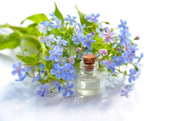 Eaux florales et hydrolathérapie…