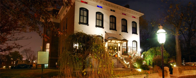 White colonial Mansion at night, Lemp Mansion by Matthucke-own-work-via-Wikimedia-Commons