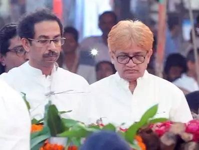 Uddhav Thackeray with his elder brother Jaidev Thackeray(right)