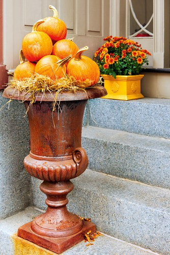 , 38 Outdoor Fall Decorating Ideas for Porch & Door-#17 is Crazy Cute!!