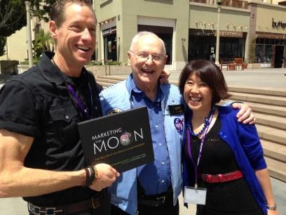 David Meerman ScottのMarketing the Moonとアポロ宇宙飛行士のAlan Beanさん(彼もアポロのイラストで本をいくつか出しています)。