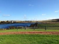 The Lake of Shining Watersのモデル。モンゴメリの叔母の後ろにある。
