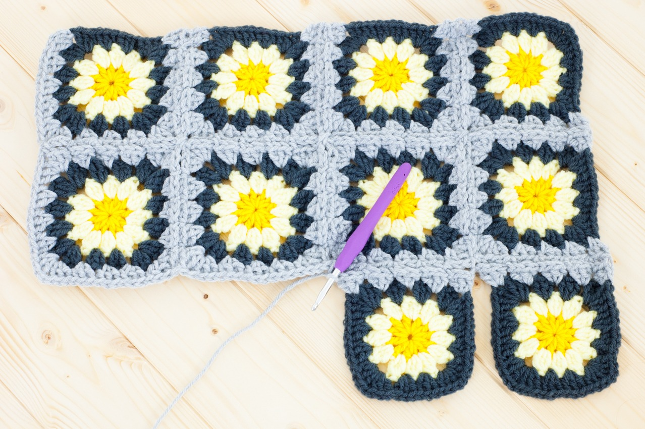 Joining granny squares together 8