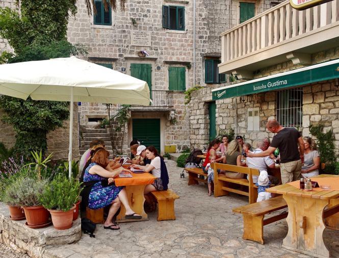 Postira harbor restaurant