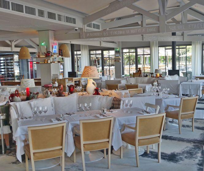 La Coorniche restaurant interior