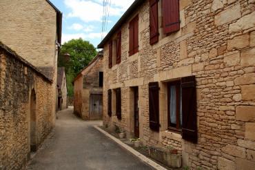 Saint-Leon-Sur-Vézère alley