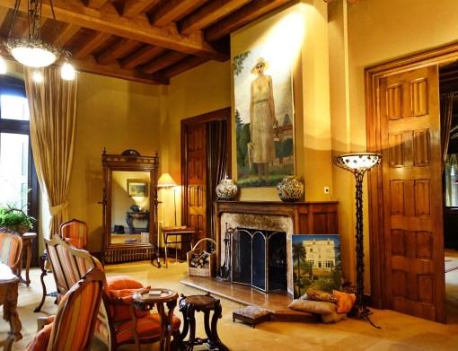 Chateau de Riell lobby
