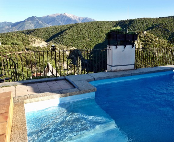Chateau de Riell rooftop pool