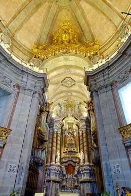 Clérigos Church altar