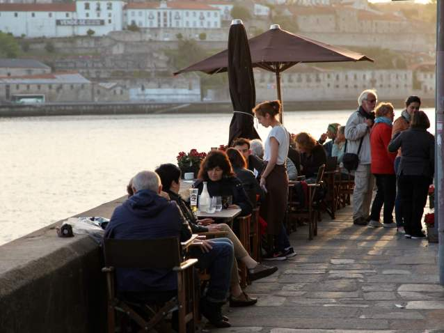Porto Ribeira restaurant sidewalk