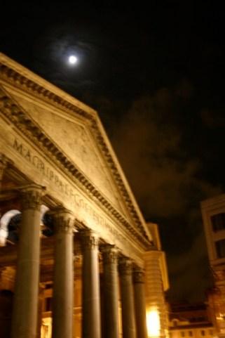 Panteon moon