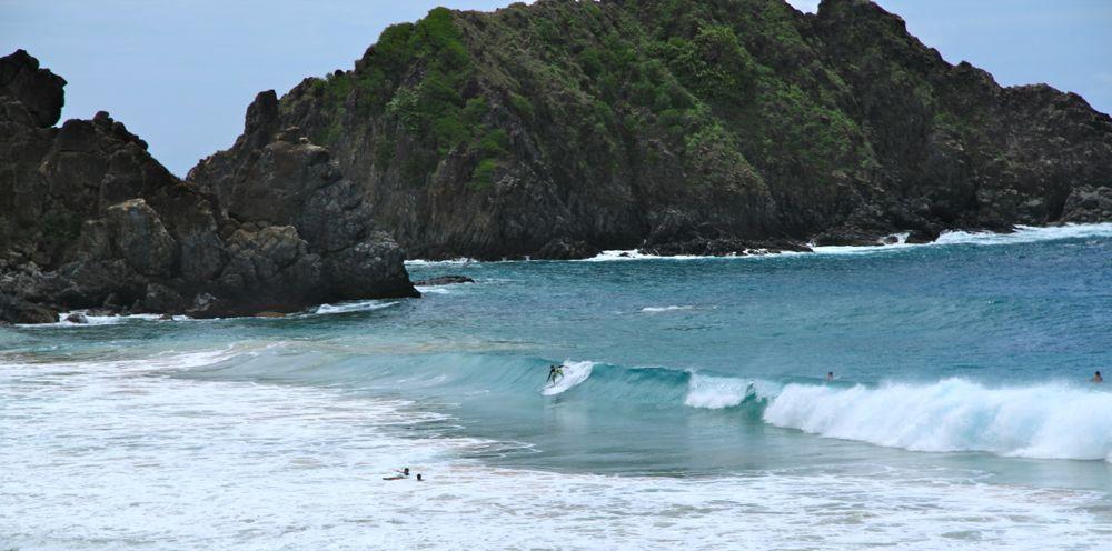 Praia do Sancho Fernando de Noronha waves