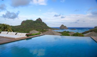 I first saw this pool in Taschen's The Hotel Book years ago and instantly knew I had to find out where this place was…and then go there. (Their pictures are better than my crummy ones.) PousadaMaravilha on the island of FernandoDeNoronha, an island on top of a 13,000ft volcano 220 miles off the coast of #Brazil. The island is amazing, but this view made it hard to get up and go explore.