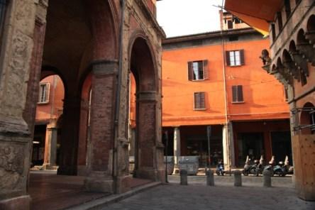 Bologna corner columns
